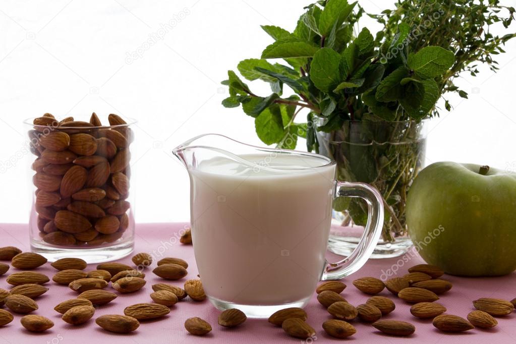 är mandelmjölk laktosfri
