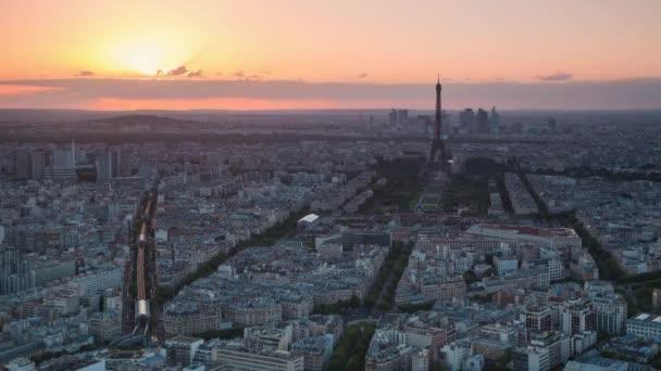 naplemente a város, az Eiffel-torony