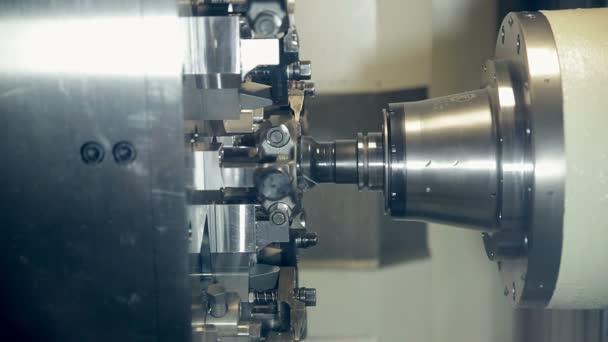Lathe Machine CNC Produces hi tech industrial equipment.