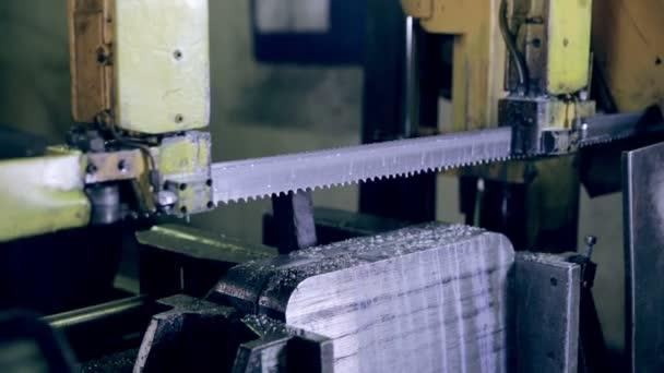 Fabulous Sägen Metall auf industrielle Kreissäge. — Stockvideo © svmedia21 AF07