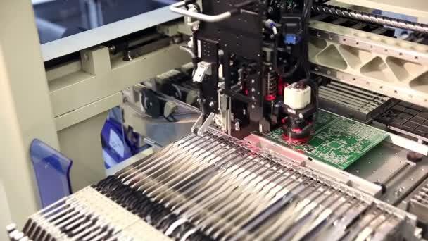 Automatizált elektronikai alkatrészek gyártási vonal