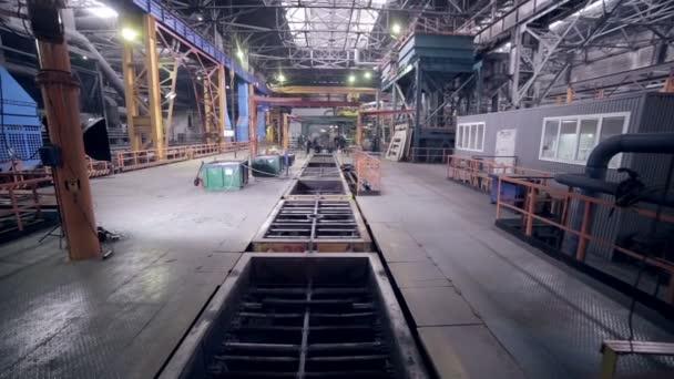 Automatizovaný Robotika svařovací linky v závodě těžkého průmyslu