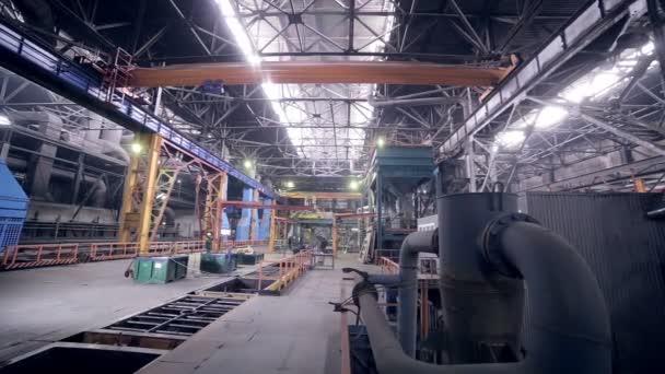 Automatizzato di robotica saldatura linea presso un impianto di industria pesante.