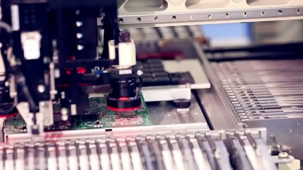 Automatikus áramkör-gyártás.