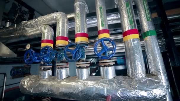 Potrubní systém, potrubí, ventily, jeřáby v moderní závod, továrna vnitřní