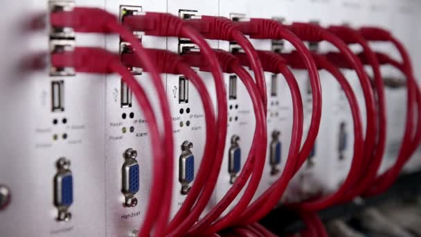 Superpočítač s kabely, připojení a lampy