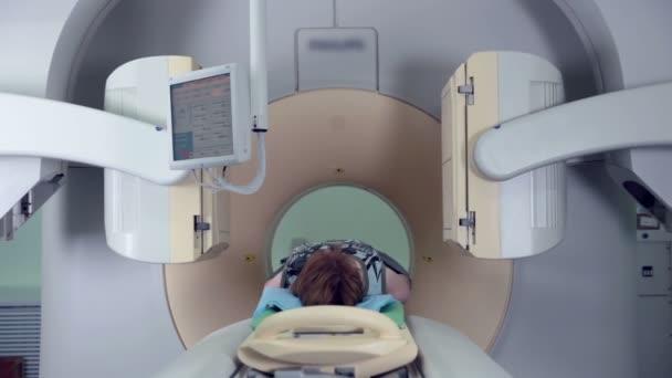 Lidské skenování v tomograf. Moderní lékařská zařízení