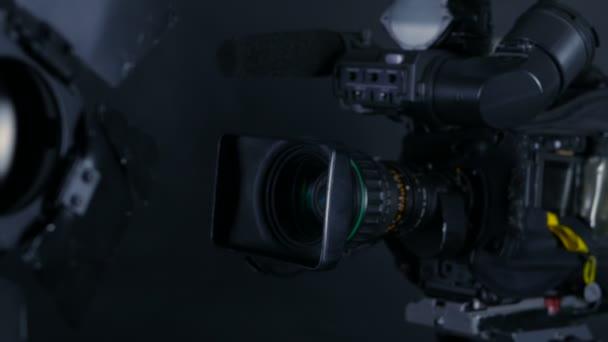 Kamera, videó kamera, és professzionális stúdió világítását műsorszolgáltatás Studio.