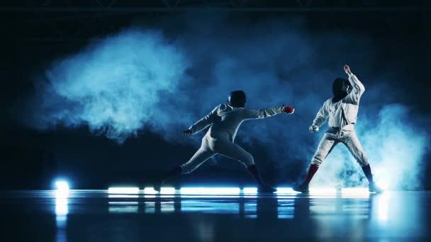 Lassú mozgás egy vívó mérkőzés két sportoló között
