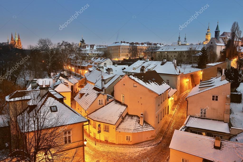 novy svet  Novy Svet di notte, Praga, Repubblica Ceca — Foto Stock © Mik_photo ...