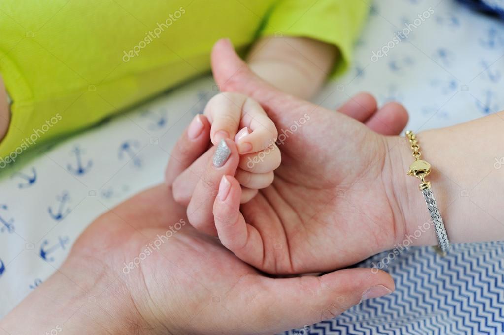 фото новорожденных ручек
