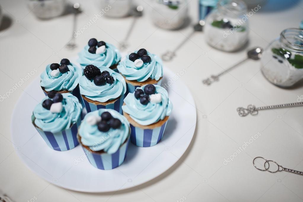 Dessert Feier Susse Whute Grau Torte Blau Stockfoto C Yorche 107848146