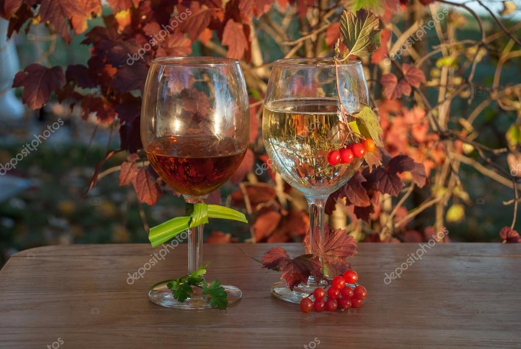 https://st2.depositphotos.com/6873646/10828/i/950/depositphotos_108288474-stock-photo-still-life-with-a-two.jpg