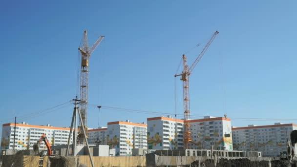 Stavební jeřáby práce na staveništi