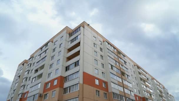 Többszintes lakóépület