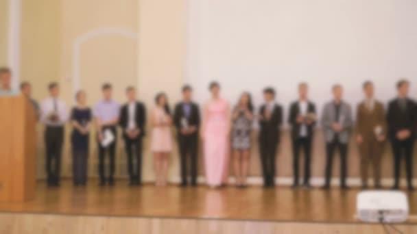 Předložení diplomu studentů na gymnáziu