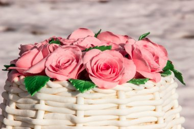 cake in the form of a basket of roses