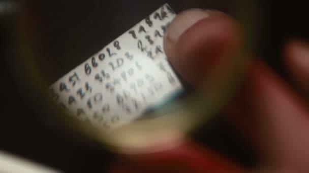 Papier mit Spionagecode