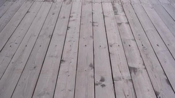 Venkovní dřevěný chodník. Video v pohybu.