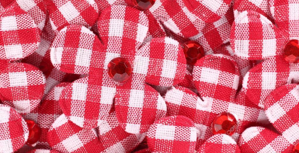 Mucchio di applique a forma di fiore fatto con tessuti in tartan