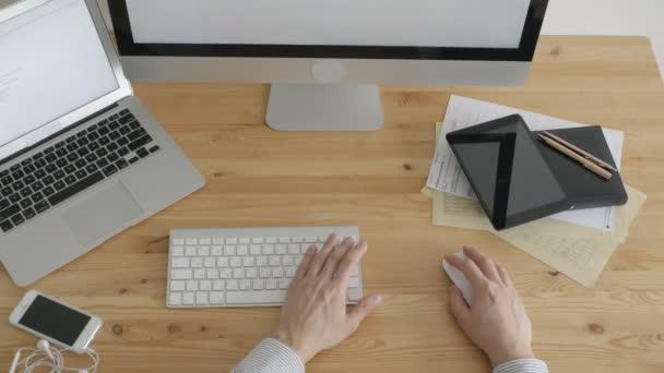 Felső nézetében szabadúszó munka gépelés Laptop billentyűzet
