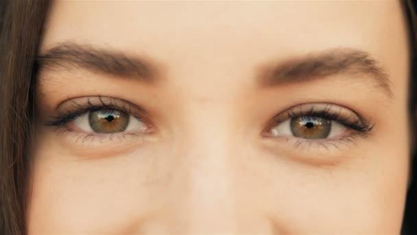 Zblízka Womans tváře. Krása, zastřelen. Krásné oči makro venku, koncepce krásy