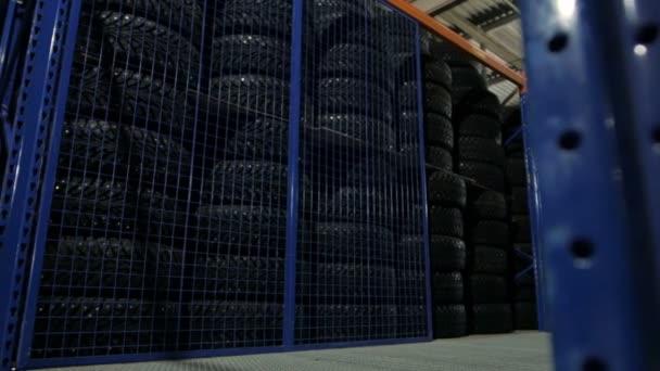 Skladujte pneumatiky ve skladu v pneumatice