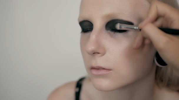 Frauenporträt Gesicht mit Vamp Gothic Make-up von Künstler
