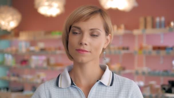 Gyönyörű shopaholic szexi nő felsőrészre portréja.
