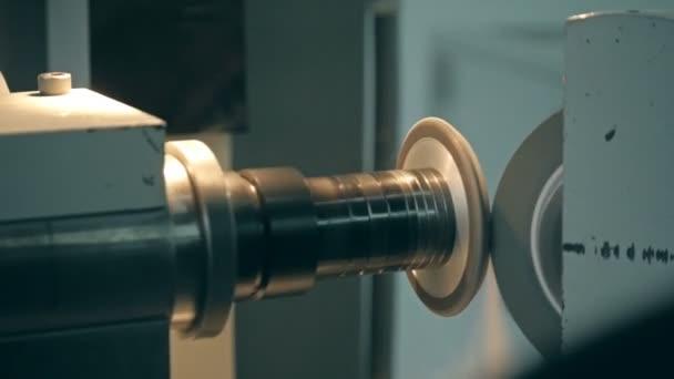 Detail stroje z nerezové oceli ve fyzikální laboratoři nano mletí