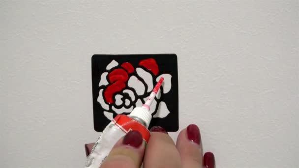 rajz pillangó piros gyors lövés a fehér falon, az Art-Design