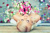 Krásná s kyticí