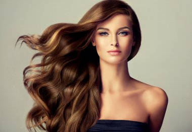Brunette  girl with long  and    wavy hair .
