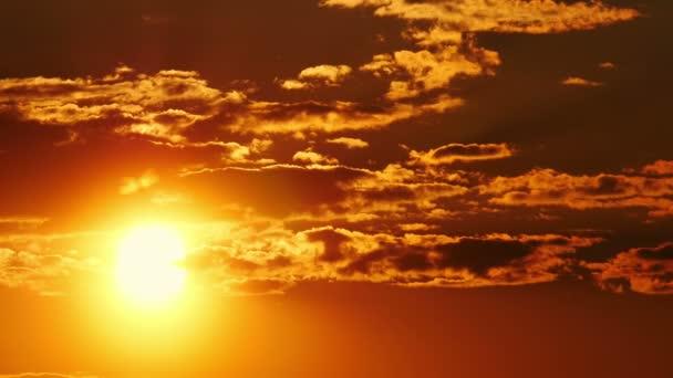 Velké slunce oranžová obloha