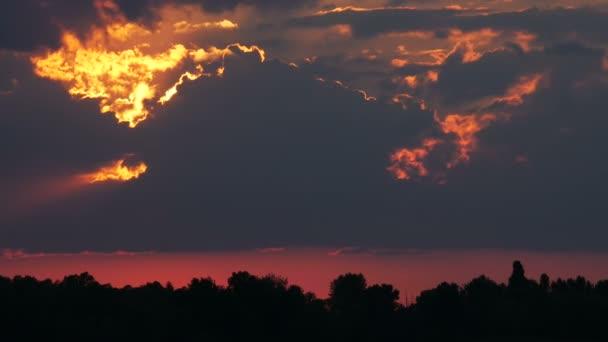 Színes naplementét a folyón