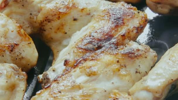Serpenyőben a csirke szárny