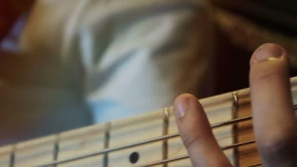 basszusgitár-zenész