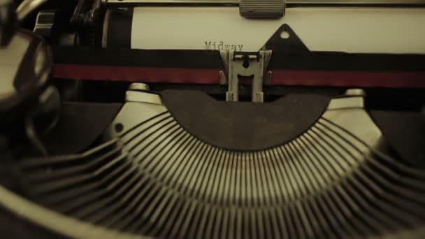Starý psací stroj olivetti: mechanismus, papíru, psaní, psaní, dopisy, klíče, makro