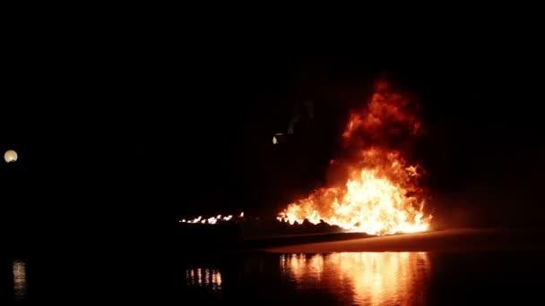 hašení ohně v noci: hasicí přístroj