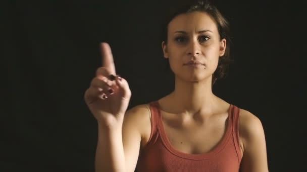 Показывают видео молодая девушка порно вставляют клизму