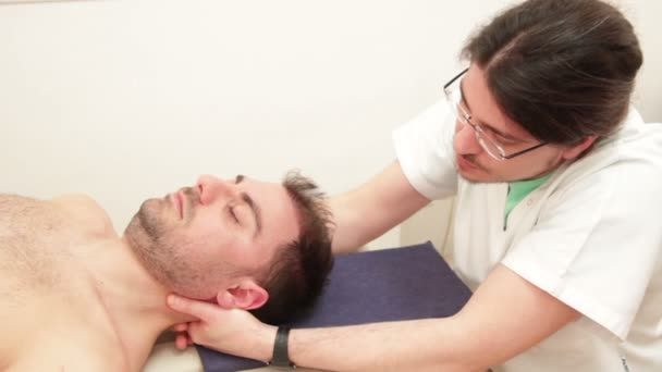 paziente di examing fisioterapista