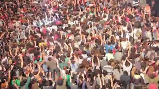 dav na koncertě přitom tleskat