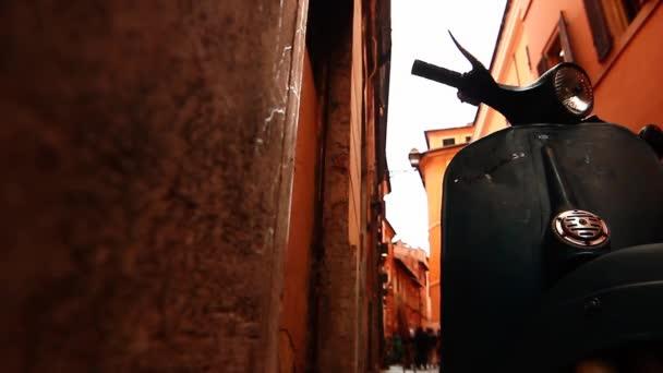 typické italské turpana hnědého Piaggio Vespa v Římě, trastevere