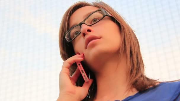Unternehmerinnen mit Smartphone oder Handy