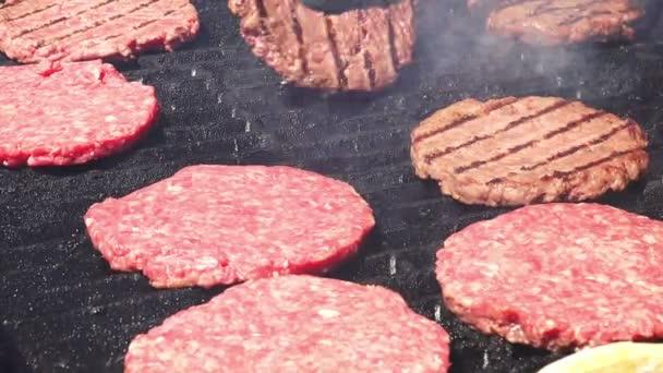 Burger obchod - potraviny maso - hamburgery na bbq grilu