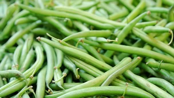 Grüne Bohnen am Marktstand