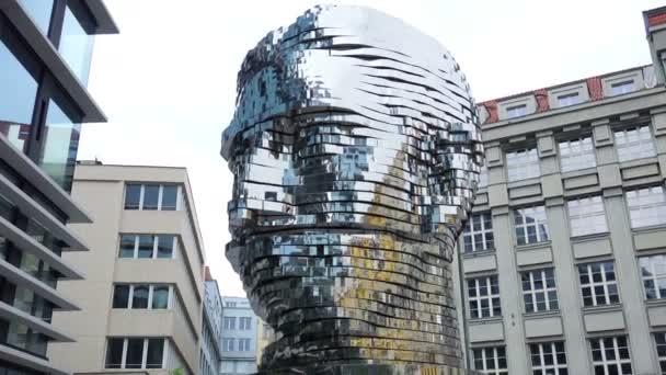 Praha, Česká republika: socha, která se pohybuje věnované Franz Kafka