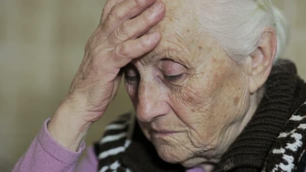 zamyšlená žena: potíže, staré, věku, přemýšlivý, problémové