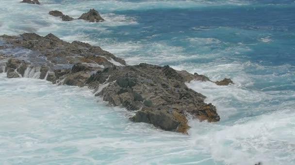 Mimořádná krása bouřlivé moře, moci a velikosti