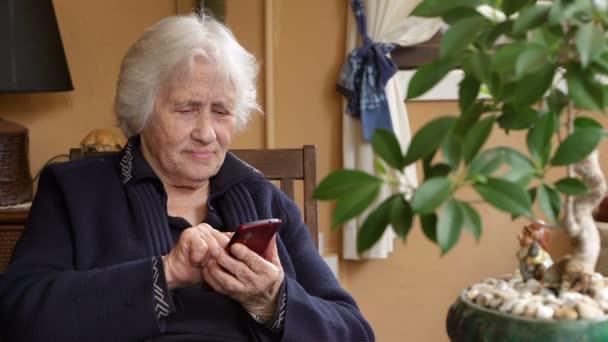 Babička textová zpráva na smartphonu